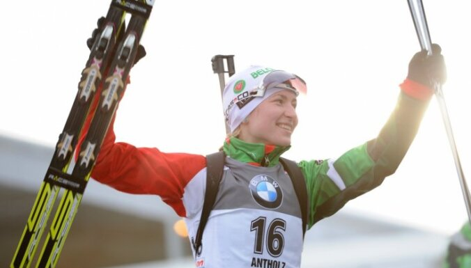 Домрачева выиграла вторую гонку подряд, но этого мало