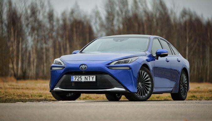 Toyota Mirai: попробуй мощность водорода (ВИДЕО)