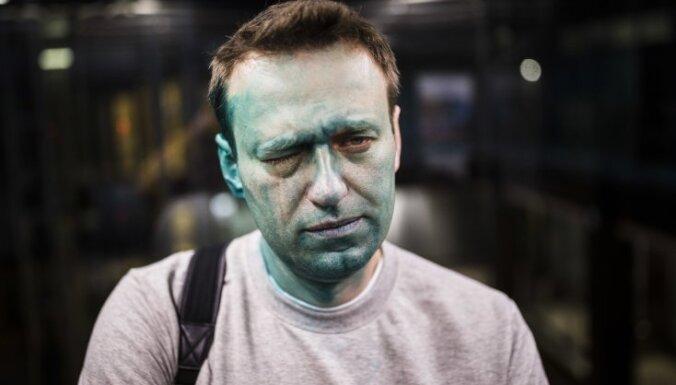 Навальный заявил, что просил Кремль помочь в получении загранпаспорта