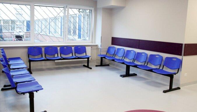 Foto: Kā izskatās par 88 400 eiro izremontētajā LOC pacientu uzņemšanas nodaļā