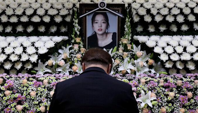 Тотальный контроль, принудительная проституция и одержимые фанаты: как устроена корейская попса