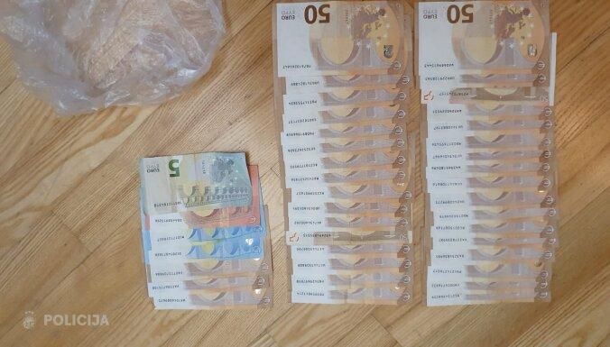Foto: Organizētai grupai atsavina gandrīz piecus kilogramus narkotiku