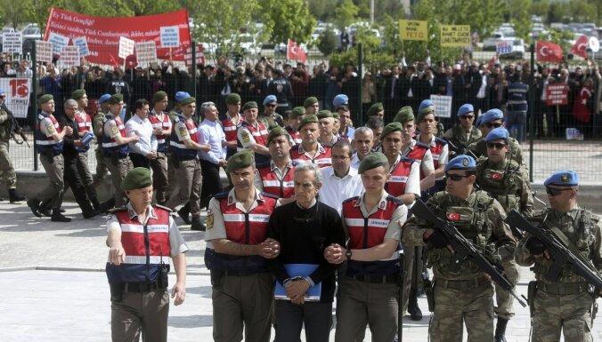 Turcijas tiesa ģenerāļiem 2016. gada puča lietā piespriež mūža ieslodzījumu