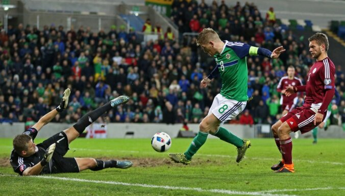 Northern Ireland - Latvia, Steven Davis scores goal