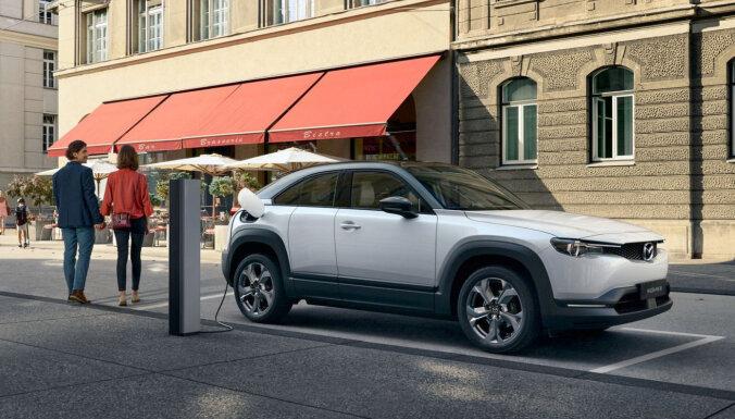 'Mazda' prezentējusi savu pirmo sērijveida elektromobili 'MX-30'