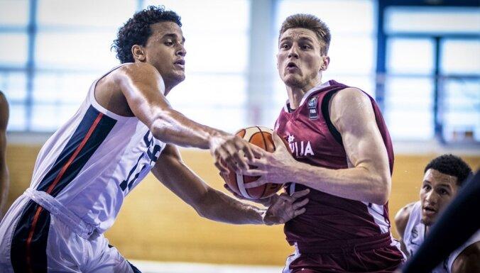 Latvijas U-19 basketbolisti Pasaules kausa astotdaļfinālā kapitulē ASV izlasei
