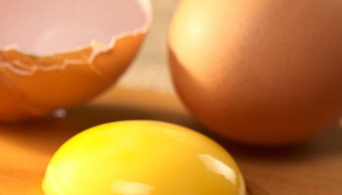 Детские забавы: школьники закидали яйцами несколько машин