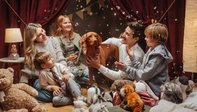 Psiholoģe Aunīte: Vai bērniem svētkos vajadzīgs izklaidētājs un ko darīt, ja par dāvanu saka 'fui'