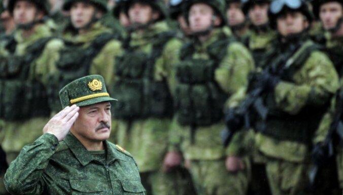 Лукашенко: если что-то случится, мы с Россией будем в окопах вместе