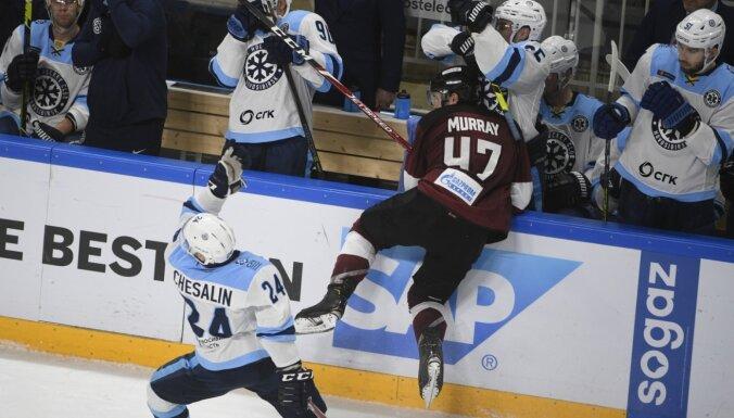 Portāls: Rīgas 'Dinamo' hokejista Mareja atlaišanas iemesls – Kovaļčuka nūjas zādzība