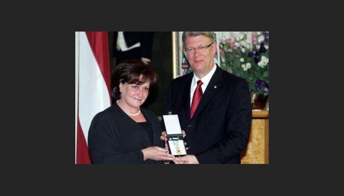 Katrīne Pasternaka saņēmusi Triju Zvaigžņu ordeni