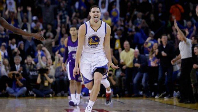 'Warriors' basketbolistam Tompsonam 37 punkti ceturtdaļā un divi NBA rekordi
