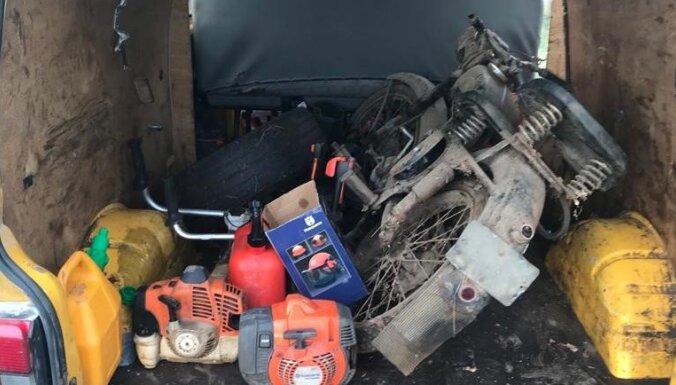 Līvbērzes pagastā par šķūnīša apzagšanu aiztur divus vīriešus