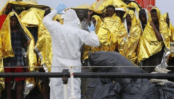 У берегов Ливии затонула лодка с сотнями мигрантов