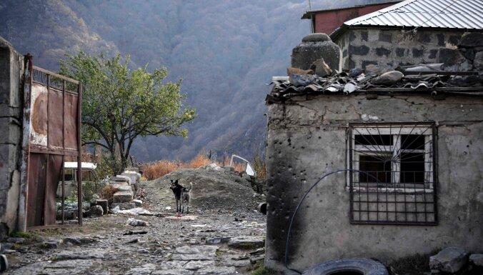 Azerbaidžāna un Armēnija apsūdz viena otru pamiera pārkāpšanā Kalnu Karabahā