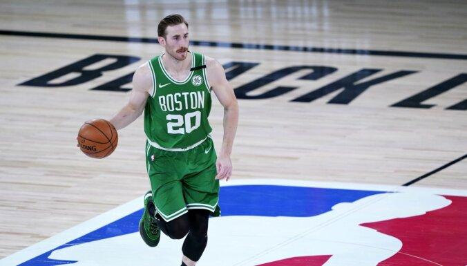 'Celtics' pieveic čempionus; 'Nets' un 'Magic' iekļūst NBA izslēgšanas spēlēs