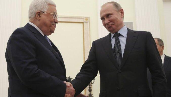 Foto: Putins uzņem Maskavā palestīniešu pašpārvaldes prezidentu