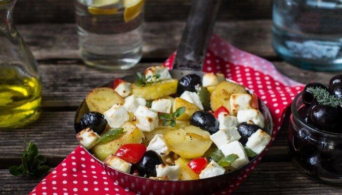 Citronīgi kartupeļi ar tomātiem, olīvām, un fetas sieru