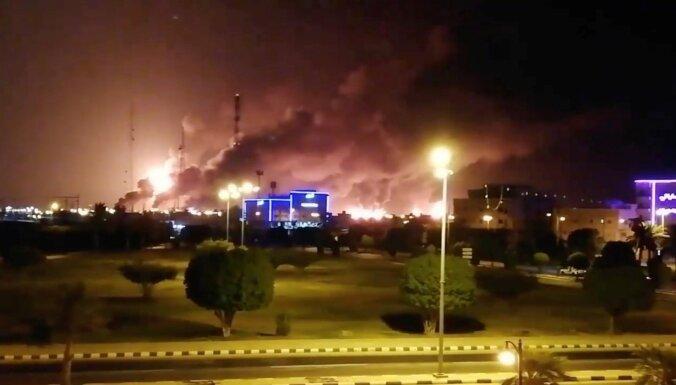 Pēc dronu triecieniem izcēlies ugunsgrēks naftas pārstrādes rūpnīcā Saūda Arābijā