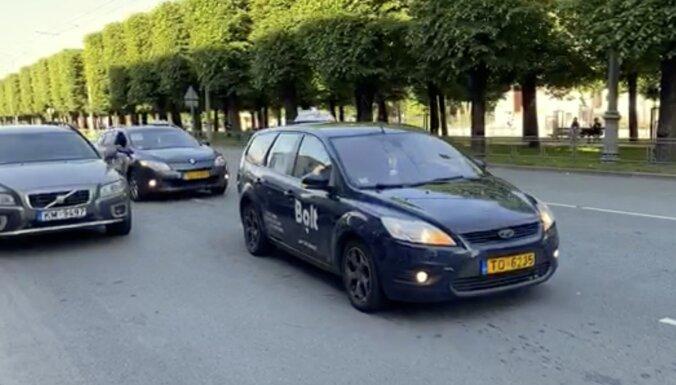 Video: Taksometru vadītāju protesta akcija Rīgas ielās