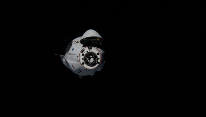 NASA astronautu mājupceļu 'SpaceX' kapsulā draud aizkavēt vētra