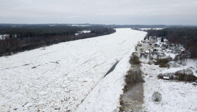 ФОТО: Уровень воды в Даугаве у Екабпилса повысился на два с лишним метра