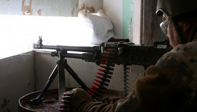 ФОТО: Солдаты США и земессарги в Скрунде учатся воевать в населенных пунктах