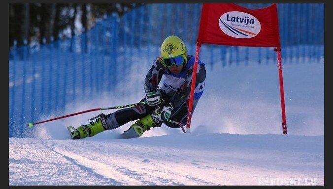 Kalnu slēpotājs Zvejnieks nefinišē Eiropas kausa sacensībās Šamonī