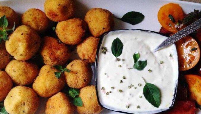 Хрустящие шарики из картофельного пюре и сыра