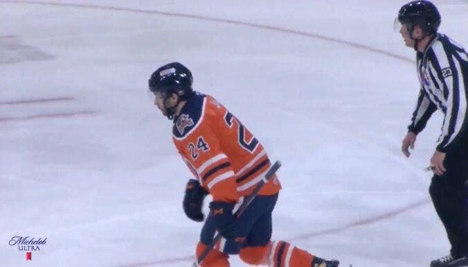 Video: Jaks gūst karjerā pirmos vārtus AHL