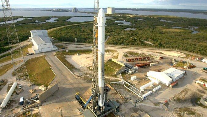 SpaceX отложила первый туристический полет к Луне
