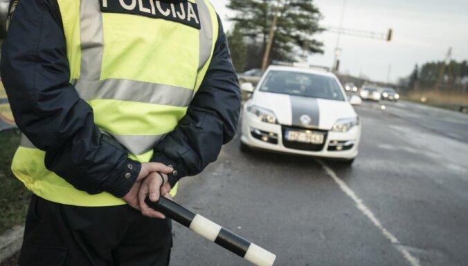 Пьяная женщина разъезжала по шоссе: алкометр показал почти 4 промилле