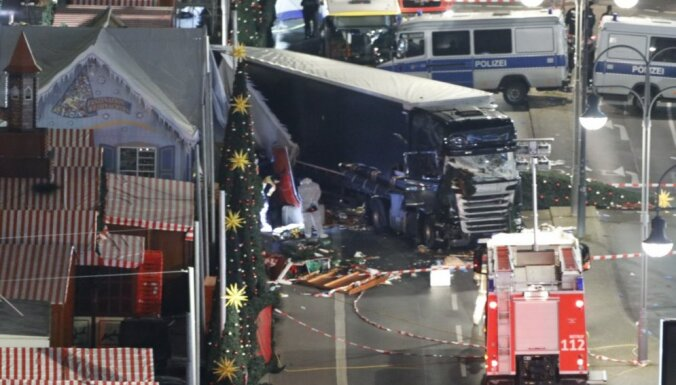 Prokurori: Berlīnes teroraktā un Itālijā, iespējams, izmantots viens ierocis