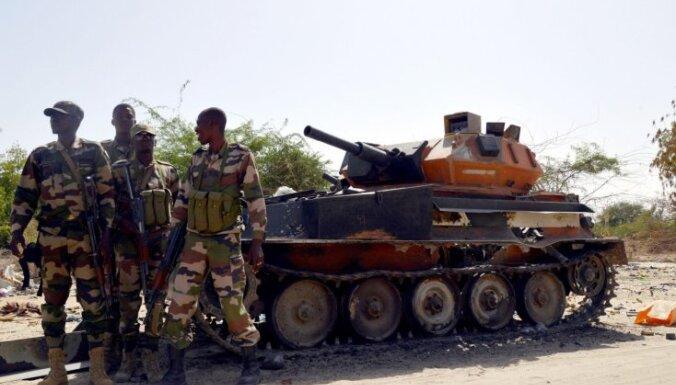 Par gļēvulību 'Boko haram' priekšā Nigērijā atlaiž simtiem karavīru