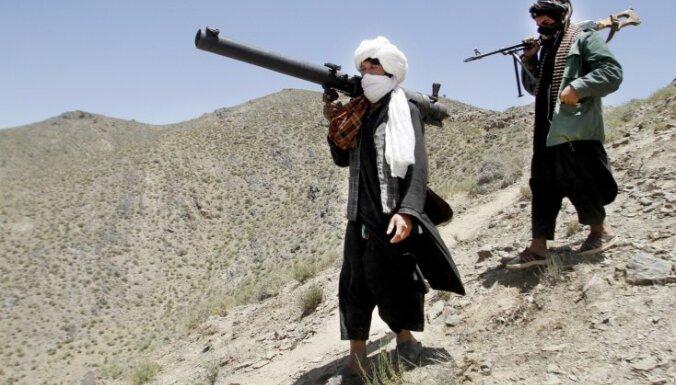 Afganistānā talibu uzbrukumos kontrolpunktiem nogalināti 14 cilvēki