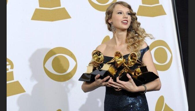 Bejonsē saņem sešas 'Grammy' balvas; gada albums Teilorei Sviftai