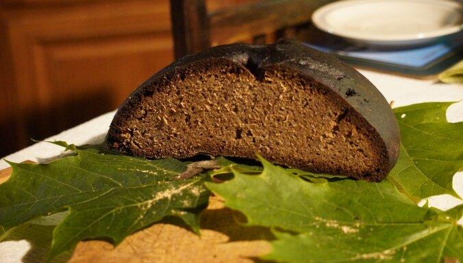 Apkopos apkaimes ļaužu stāstus un zināšanas par maizes cepšanu Vidzemē