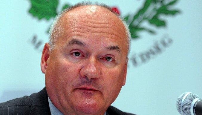 Ungārijas aizsardzības ministrs atkāpies no amata