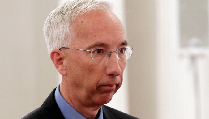 """Посол США: Латвия усилила борьбу с отмыванием денег, но неизвестно, не попадет ли она в """"серый список"""""""