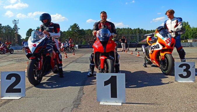 Baltijas motošosejas čempionātā latviešiem astoņas godalgotās vietas