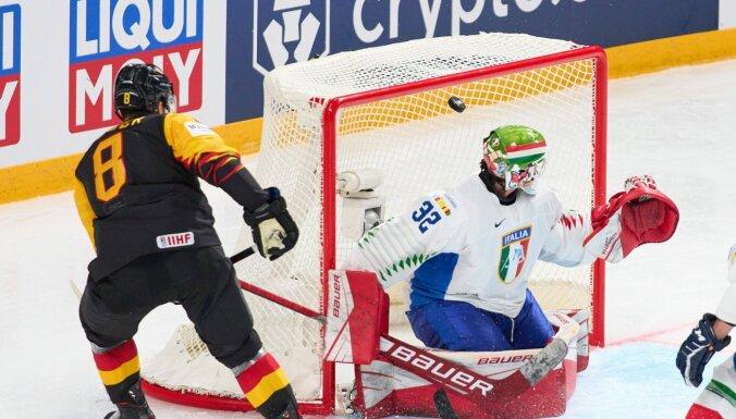 Vācijas hokeja izlase 13 vārtu atklāšanas spēlē sagrauj Itāliju