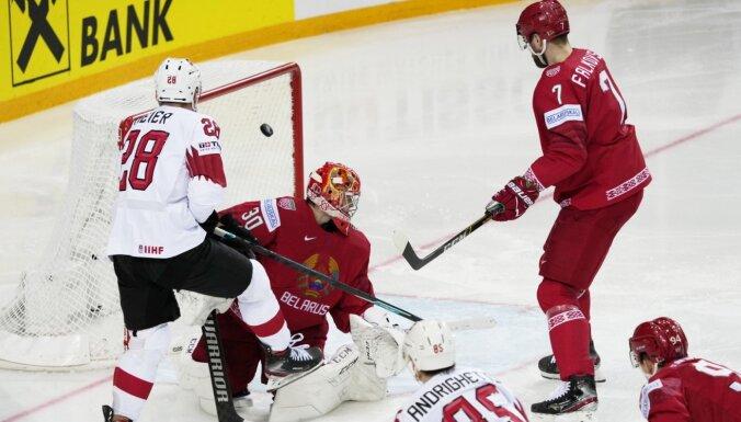 Šveices hokejisti ar drošu uzvaru praktiski nodrošina vietu ceturtdaļfinālā