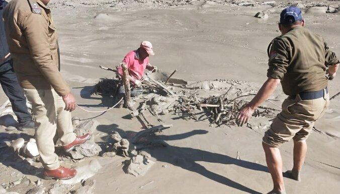 Ledāja nogruvuma rezultātā Indijā izraisījušies plūdi un pazuduši 200 cilvēki