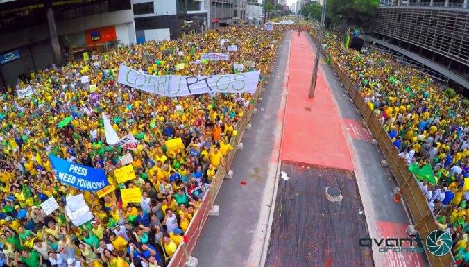 В Бразилии прошли массовые протесты (ВИДЕО)
