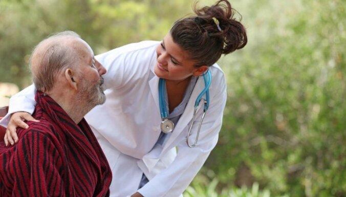 Лучшие медсестры Латвии массово уезжают за границу