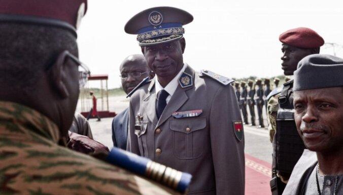 Burkinafaso puča līderis atzīst, ka ir kļūdījies; civilais prezidents atjaunots amatā