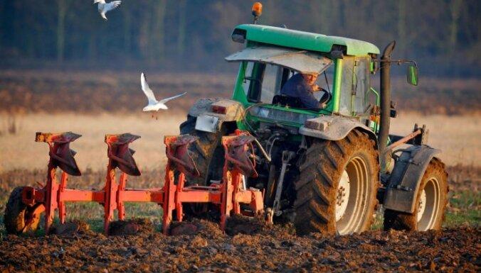 Ozolnieku novadā nozog zosis, Jelgavā vada traktoru reibumā