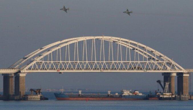 Kuģu sagrābšana Kerčā: Kijevā lems par karastāvokļa ieviešanu; armijā izsludināta pilna kaujas gatavība