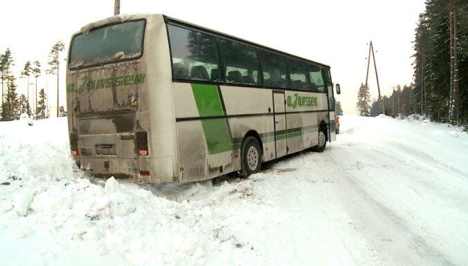 Slideno ceļu dēļ Latgalē vairāki autobusi nenokļūst līdz maršruta galapunktam