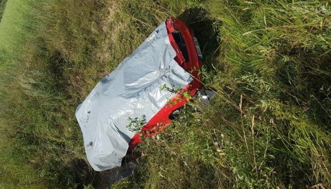 ФОТО: В Эстонии попал в аварию недавно купленный автомобиль Ferrari